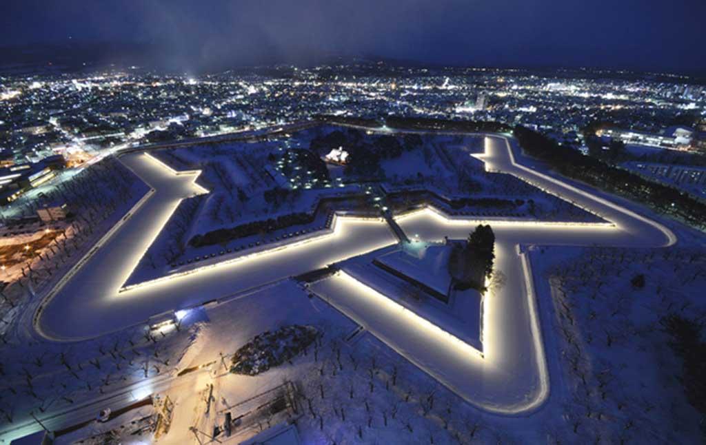 五稜郭や函館市の絶景を展望できる【五稜郭タワー】